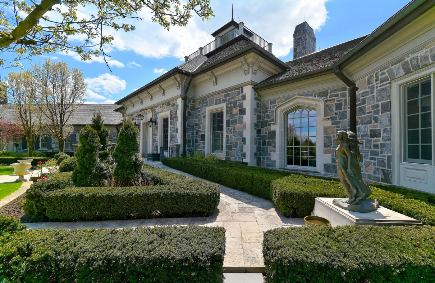 Luxury real estate and Country Homes for sale including horse farms and property in the Caledon and King City areas near Toronto