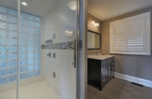 House Bathroom - Country homes for sale and luxury real estate including horse farms and property in the Caledon and King City areas near Toronto