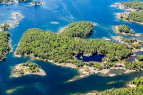 The Pines Island, Sans Souci - Country homes for sale and luxury real estate including horse farms and property in the Caledon and King City areas near Toronto