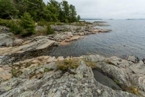 Shoreline between 2 Parts - Country homes for sale and luxury real estate including horse farms and property in the Caledon and King City areas near Toronto