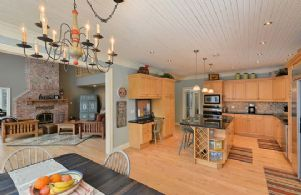 Kitchen and Great Room - Country homes for sale and luxury real estate including horse farms and property in the Caledon and King City areas near Toronto
