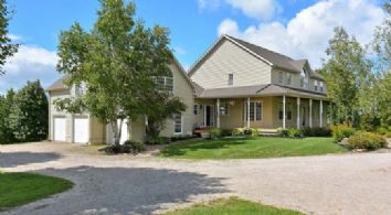 House - Country homes for sale and luxury real estate including horse farms and property in the Caledon and King City areas near Toronto