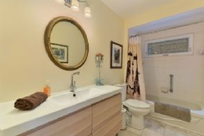 House 1: Bathroom - Country homes for sale and luxury real estate including horse farms and property in the Caledon and King City areas near Toronto