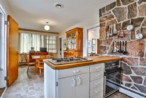 Kitchen with Breakfast Bar - Country homes for sale and luxury real estate including horse farms and property in the Caledon and King City areas near Toronto