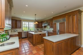 Kitchen opens on to Great Room - Country homes for sale and luxury real estate including horse farms and property in the Caledon and King City areas near Toronto