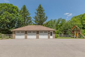 Garage with Heated Workshop - Country homes for sale and luxury real estate including horse farms and property in the Caledon and King City areas near Toronto