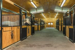 Main Aisle - Country homes for sale and luxury real estate including horse farms and property in the Caledon and King City areas near Toronto