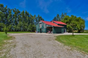 Country Bungalow East Garafraxa, Ontario - Country homes for sale and luxury real estate including horse farms and property in the Caledon and King City areas near Toronto