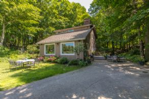 Renovated Country Home, Adjala-Tosorontio, Ontario - Country homes for sale and luxury real estate including horse farms and property in the Caledon and King City areas near Toronto