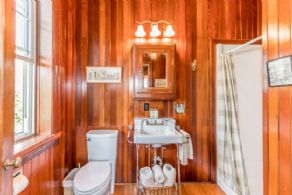 Guest Bathroom - Country homes for sale and luxury real estate including horse farms and property in the Caledon and King City areas near Toronto