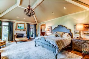 Main Floor Master Suite - Country homes for sale and luxury real estate including horse farms and property in the Caledon and King City areas near Toronto