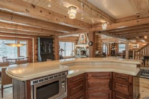 Kitchen Centre Island - Country homes for sale and luxury real estate including horse farms and property in the Caledon and King City areas near Toronto