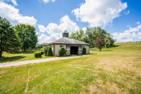 Stallion Barn and Breeding Shed - Country homes for sale and luxury real estate including horse farms and property in the Caledon and King City areas near Toronto
