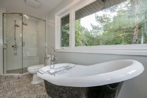 Master en suite bathroom - Country homes for sale and luxury real estate including horse farms and property in the Caledon and King City areas near Toronto