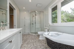 Master en suite bathroom with heated floors - Country homes for sale and luxury real estate including horse farms and property in the Caledon and King City areas near Toronto